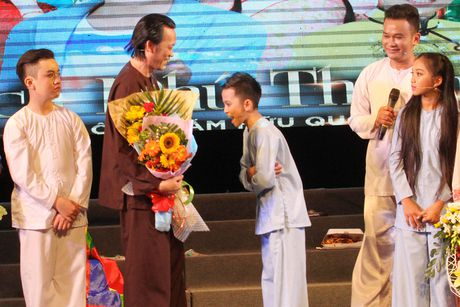 Hoai Linh nhan than dong cai luong mien Tay lam con nuoi - Anh 2