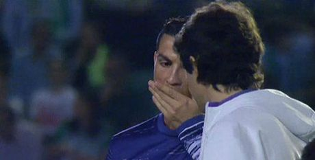 Choang: Ronaldo phai dung thuoc truoc khi thi dau - Anh 1