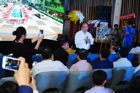 Thu tuong Nguyen Xuan Phuc thi sat mot so du an cang - do thi tai Long An - Anh 1
