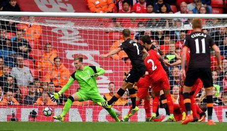 Gary Neville vach diem yeu cua Liverpool, mach Mourinho bi quyet thang tran - Anh 1