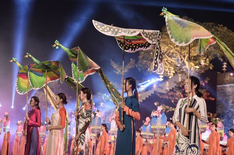 Hinh anh: Hoang Thanh lung linh trong dem be mac Festival Ao dai - Anh 10