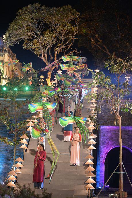 Hinh anh: Hoang Thanh lung linh trong dem be mac Festival Ao dai - Anh 2