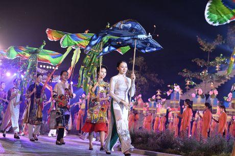 Hinh anh: Hoang Thanh lung linh trong dem be mac Festival Ao dai - Anh 6