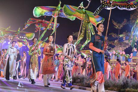 Hinh anh: Hoang Thanh lung linh trong dem be mac Festival Ao dai - Anh 7