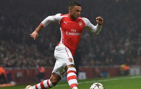 Chamberlain 'doa' roi bo Arsenal de duoc da chinh - Anh 1