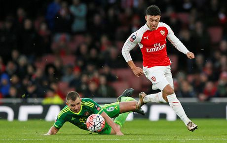 Chamberlain 'doa' roi bo Arsenal de duoc da chinh - Anh 2