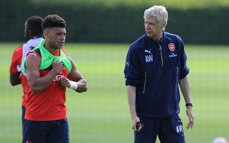 Chamberlain 'doa' roi bo Arsenal de duoc da chinh - Anh 7