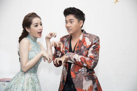 Chi Pu diu dang khi lam MC chuong trinh 'Giong hat Viet nhi 2016' - Anh 3