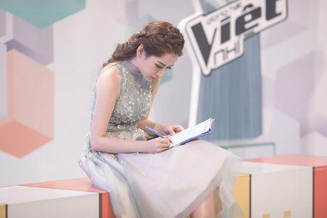 Chi Pu diu dang khi lam MC chuong trinh 'Giong hat Viet nhi 2016' - Anh 5