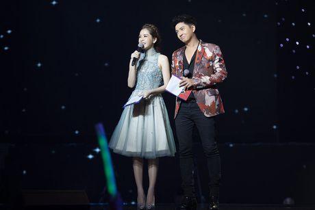 Chi Pu diu dang khi lam MC chuong trinh 'Giong hat Viet nhi 2016' - Anh 8
