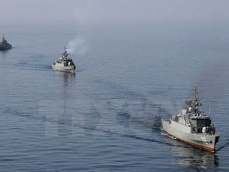 Hai quan Iran tan cong cuop bien, giai cuu tau hang tren Vinh Aden - Anh 1
