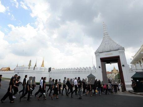 Thai Lan de tang Nha vua 15 ngay truoc khi nguoi ke vi len ngoi - Anh 1