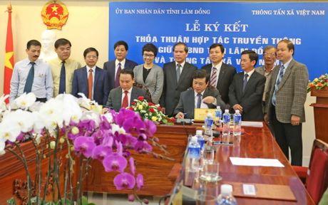 TTXVN ky ket hop tac truyen thong voi Uy ban Nhan dan tinh Lam Dong - Anh 1