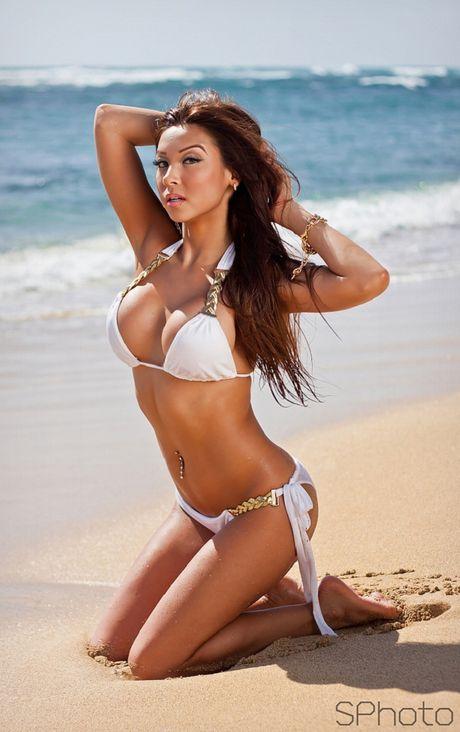 'Mau lai A sexy nhat hanh tinh' khoe sac voc me nguoi - Anh 13