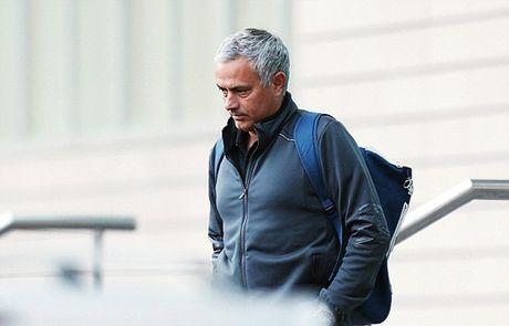 Chum anh: Mourinho 'cuon goi' ra di sau tran hoa Liverpool - Anh 4