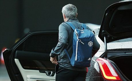 Chum anh: Mourinho 'cuon goi' ra di sau tran hoa Liverpool - Anh 5