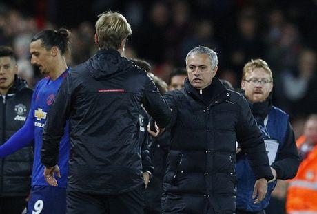 Chum anh: Mourinho 'cuon goi' ra di sau tran hoa Liverpool - Anh 6