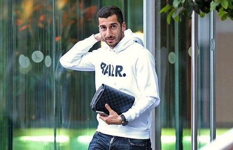Chum anh: Mourinho 'cuon goi' ra di sau tran hoa Liverpool - Anh 7