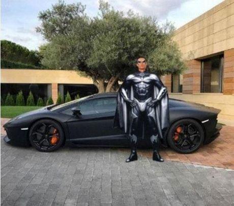 Cong dong mang troll Ronaldo di cho bang sieu xe - Anh 4