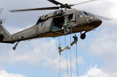 Quan doi My nhan truc thang UH-60M Black Hawk thu 1.000 - Anh 7