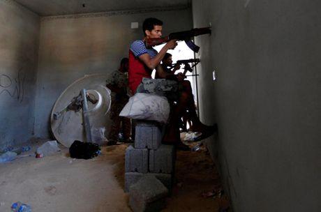 Libya danh duoi phien quan IS cuoi cung khoi thanh pho Sirte - Anh 4