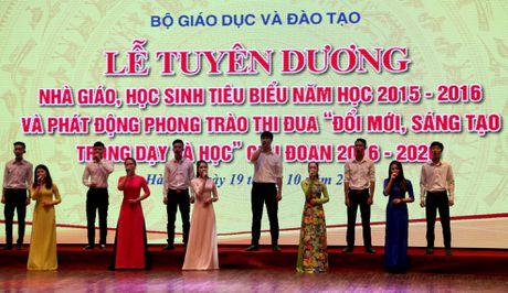 Sang mai (19/10), Bo GD&DT tuyen duong cac nha giao va hoc sinh tieu bieu ca nuoc - Anh 1