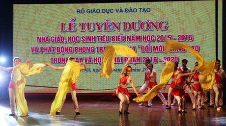 Sang mai (19/10), Bo GD&DT tuyen duong cac nha giao va hoc sinh tieu bieu ca nuoc - Anh 2