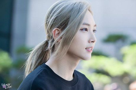 Choang ngop voi ve ngoai nhu buoc ra tu truyen tranh cua idol Kpop - Anh 7