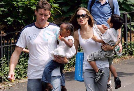 Cuu ve si nha Jolie-Pitt: 'Ho rat so cac con bi bat coc, tong tien' - Anh 1
