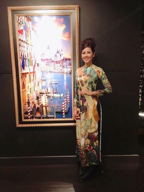 A Hau Nguyen Thi Loan toa sang voi trang phuc dan toc - Anh 3