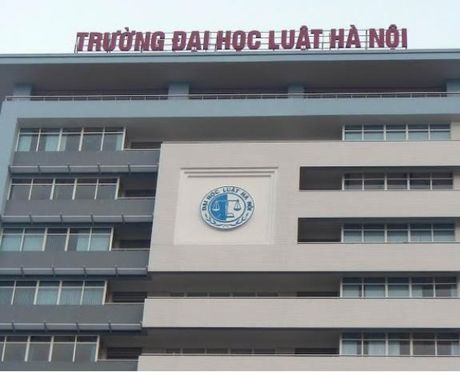 Bo Tu phap thong tin vu lum xum ky thi tuyen hieu truong DH Luat HN - Anh 1
