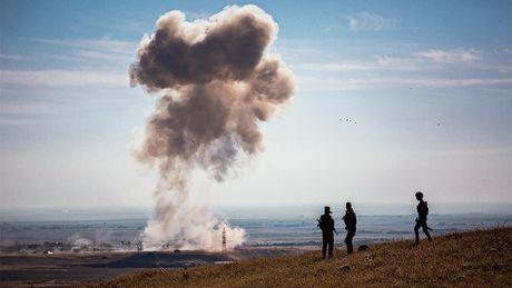 Ten lua cua nguoi Kurd nham muc tieu xe bom IS tai Mosul - Anh 1