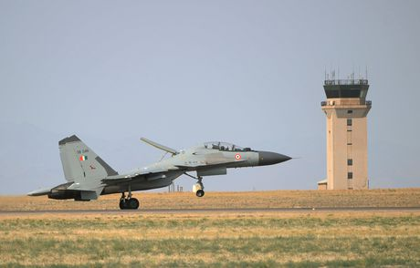 May bay MiG tren con duong 'chinh phuc' An Do - Anh 2