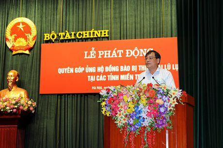 Can bo, cong chuc Bo Tai chinh ung ho tren 500 trieu dong cho dong bao mien Trung - Anh 2