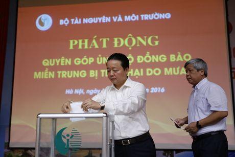 Bo Tai nguyen - Moi truong ung ho tren 7 ti dong cho dong bao lu lut mien Trung - Anh 1