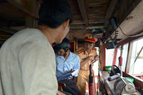 Quang Ninh: Cam bien tu 8h ngay 18-10, van dong tau thuyen ve noi tranh tru bao - Anh 5