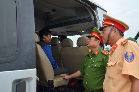 Quang Ninh: Cam bien tu 8h ngay 18-10, van dong tau thuyen ve noi tranh tru bao - Anh 8