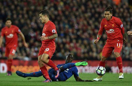 Goc chien thuat Liverpool–MU: Xe bus & cuu tinh De Gea - Anh 1