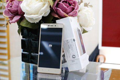 Tren tay dien thoai Xiaomi Redmi 3S - Anh 2