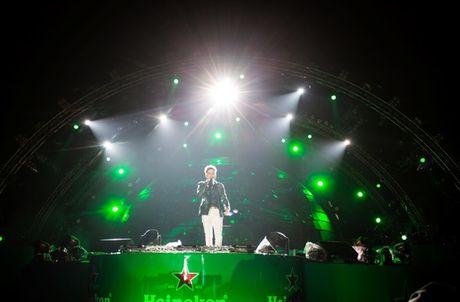 Tuan Hung, Toc Tien 'phieu' het minh tren san khau Heineken Green Room - Anh 3