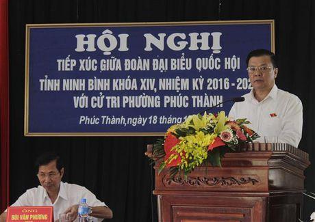 Bo truong Dinh Tien Dung tiep xuc cu tri phuong Phuc Thanh, TP. Ninh Binh - Anh 1