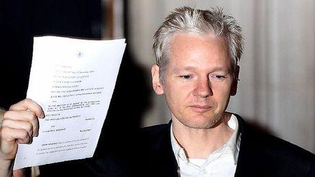 Ong trum WikiLeaks bi cat internet - Anh 1
