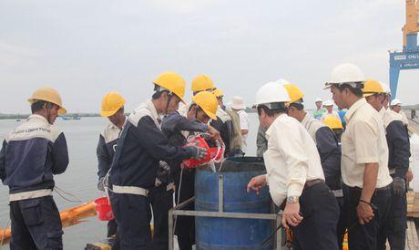 Huy dong hang tram nguoi tham gia ung pho su co tran dau - Anh 10