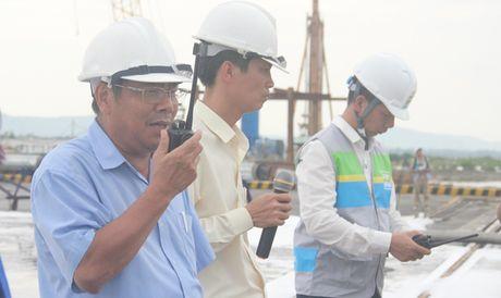 Huy dong hang tram nguoi tham gia ung pho su co tran dau - Anh 2