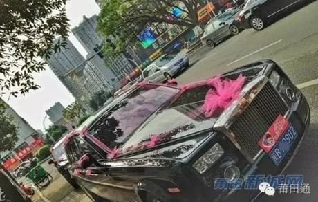 Dam cuoi chiu choi day vang va sieu xe cua con dai gia - Anh 3
