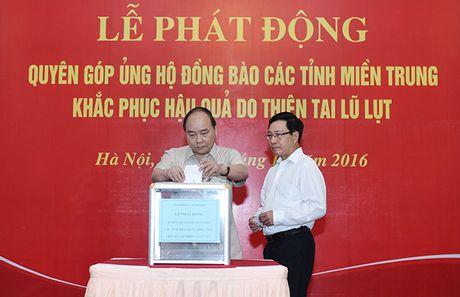 Thu tuong quyen gop ung ho nguoi dan vung lu mien Trung - Anh 1