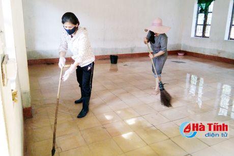 Vu Quang khan truong khac phuc hau qua lu lut - Anh 2