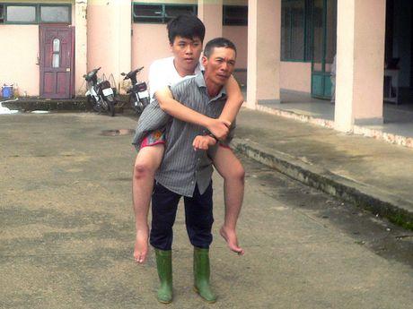 Rung rung nhung nguoi cha theo con di hoc - Anh 1