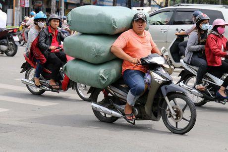 'Xe tu than' cho ton thep van tung hoanh khu Cho Lon - Anh 12