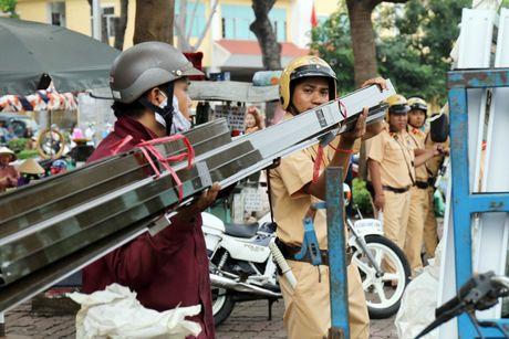 'Xe tu than' cho ton thep van tung hoanh khu Cho Lon - Anh 8